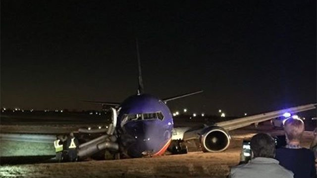 #BREAKING: Another pic from crash landing at Nashville Airport. MORE > https://t.co/gvFxUfc9qP https://t.co/7qzGEHVzkN