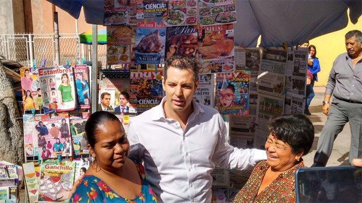 En Huajuapan @alejandromurat saludó a ciudadanos y acompañó al alcalde, Luis de Guadalupe, a su informe de gobierno https://t.co/1YaXdSndqm