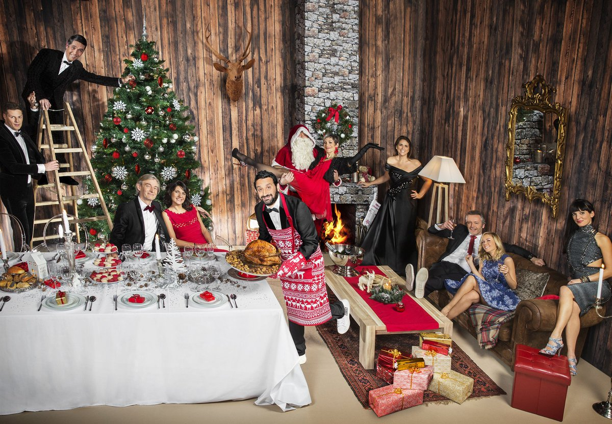 Découvrez le Noël déjanté de @Cyrilhanouna et sa bande en vidéo et dans Gala en kiosque >> https://t.co/S1XoOpDjeD https://t.co/tbjf8UkJ0V