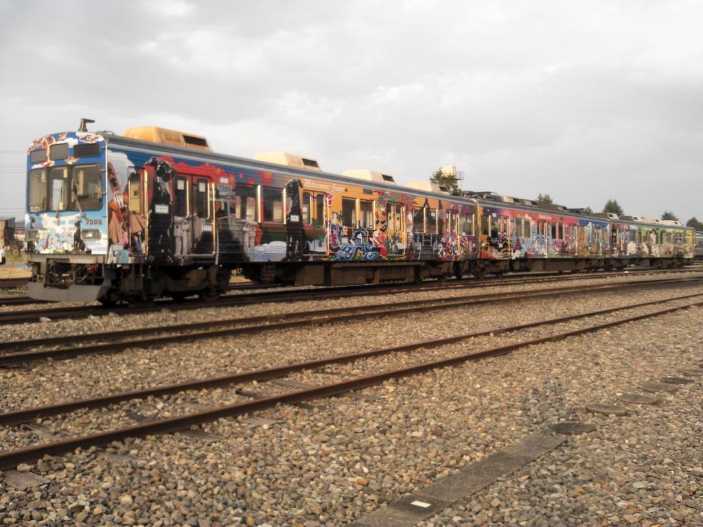 秩父鉄道フルラッピング列車「秩父三社トレイン」全編成です。20日はぜひ、乗車して、ご覧ください。 https://t.co/VqbwmtDoHs