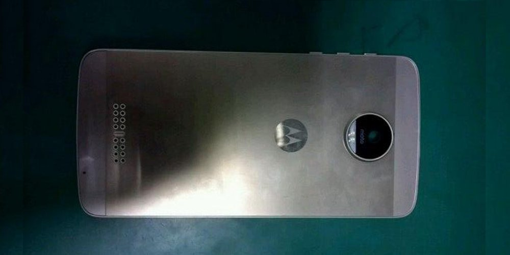 Sketchy Moto X prototype dummy leak suggests possible design for 2016 Motorola flagship  https://t.co/OuSS9Ah9aC https://t.co/CoUOZqqkI4