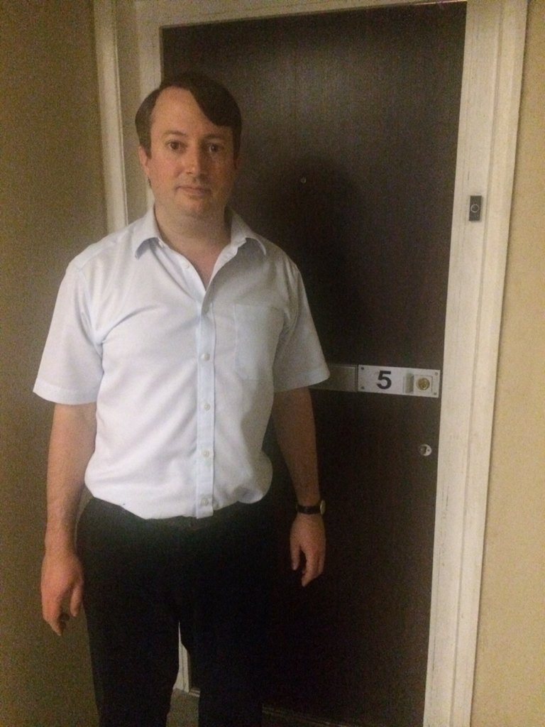 In honour of the LAST EVER EPISODE OF PEEP SHOW (tonight, 10pm, C4), here's Mark looking lonely outside his flat. https://t.co/h5ZzyTSGJi