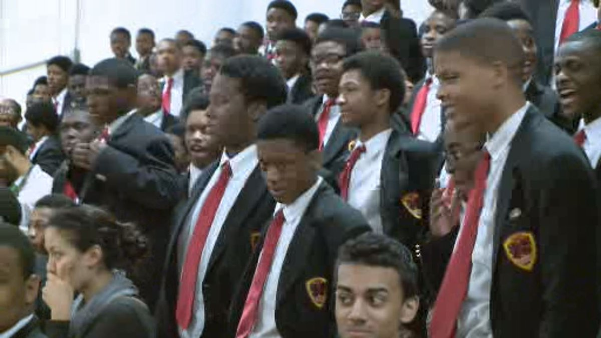 Students chant #16 Shots as #RahmEmanuel visits Urban Prep Academy in Englewood https://t.co/K2tC0rO8H0 https://t.co/bzrmgwnXeQ