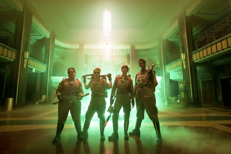 Here's a better look at the wider, alternative pose courtesy of @MetroUK #ghostbusters @paulfeig @protoncharging https://t.co/5Qnoc7VUoX