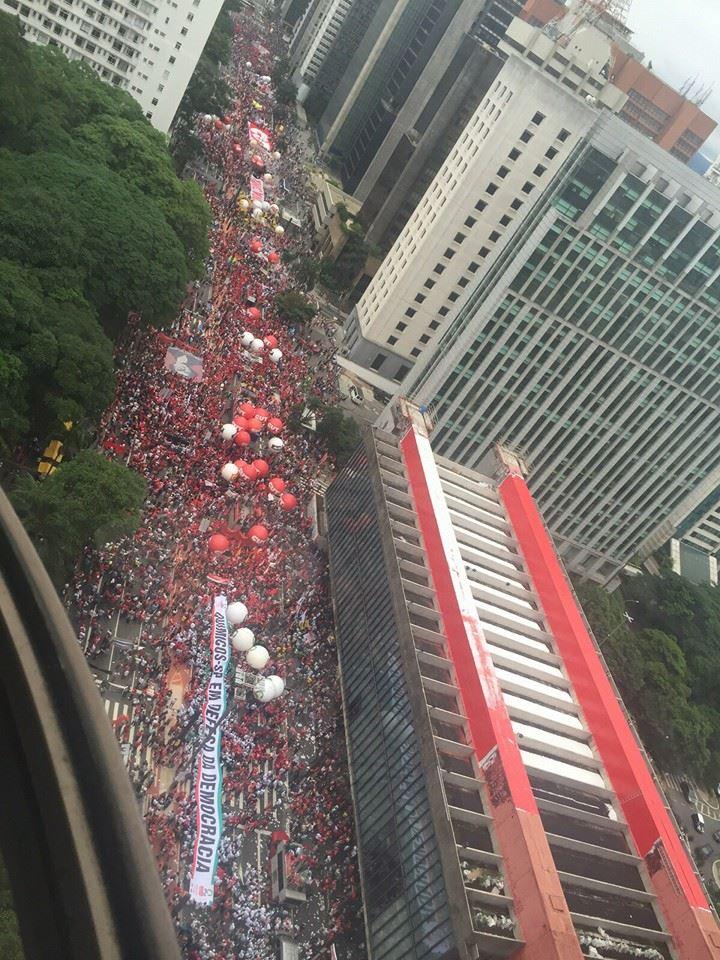 Direita diz que tem 3 mil na Paulista. Pra eles negros, nordestinos e pobres não contam... #NaoVaiTerGolpe https://t.co/MGReTWaT6o