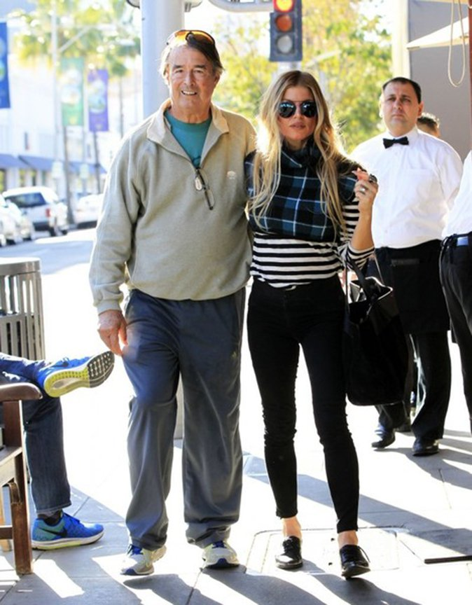 RT @FergieFootwear: 12/15 @Fergie wearing INVERT #oxfords #atlunch w/ dad Pat at #IlPastaio in #BeverlyHills. ???????? https://t.co/6ShRd3wmXb ht…