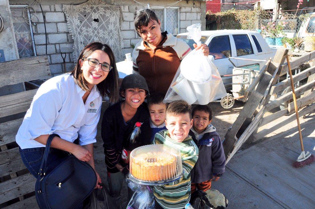 COBAED (@COBAEDoficial): Familia COBAED se une a #NavidadCrecemos que encabeza @Tere_AdelC y @DIF_Durango con @Francelia1984 @chuycabrales https://t.co/hsZShhLvJ2