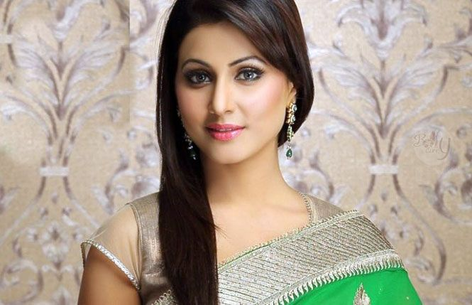 https://t.co/dEWzRc69BU @eyehinakhan injured on the sets of @YehRishtaKKH https://t.co/nN6dzdiwqn