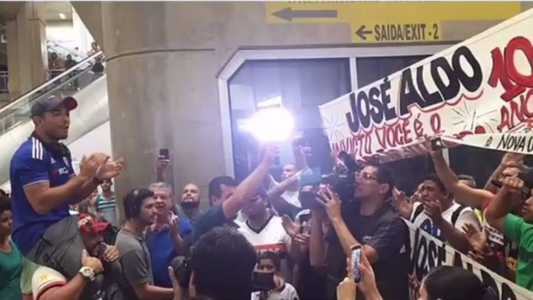 VIDEO: Jose Aldo gets hero's reception in Brazil https://t.co/3gNBDcUk57 https://t.co/EqiVpJyrYQ