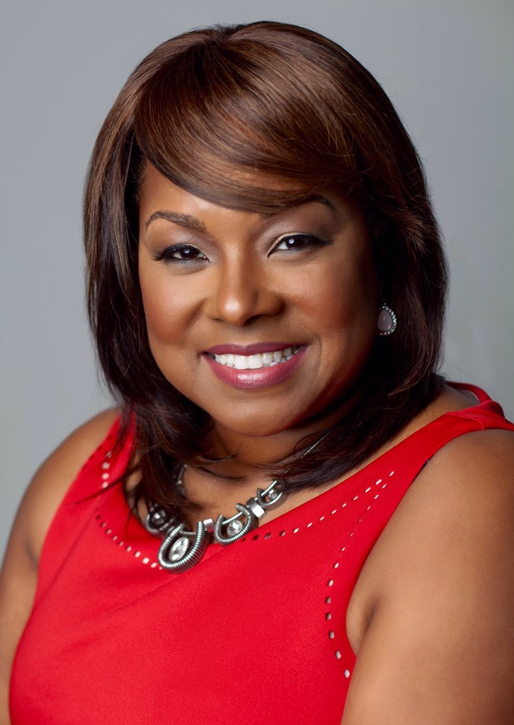 A sneak peek at our favorite head shots of @SmallBizLady for her new marketing material. #makeup by @Bmymua https://t.co/3cFsEIA502