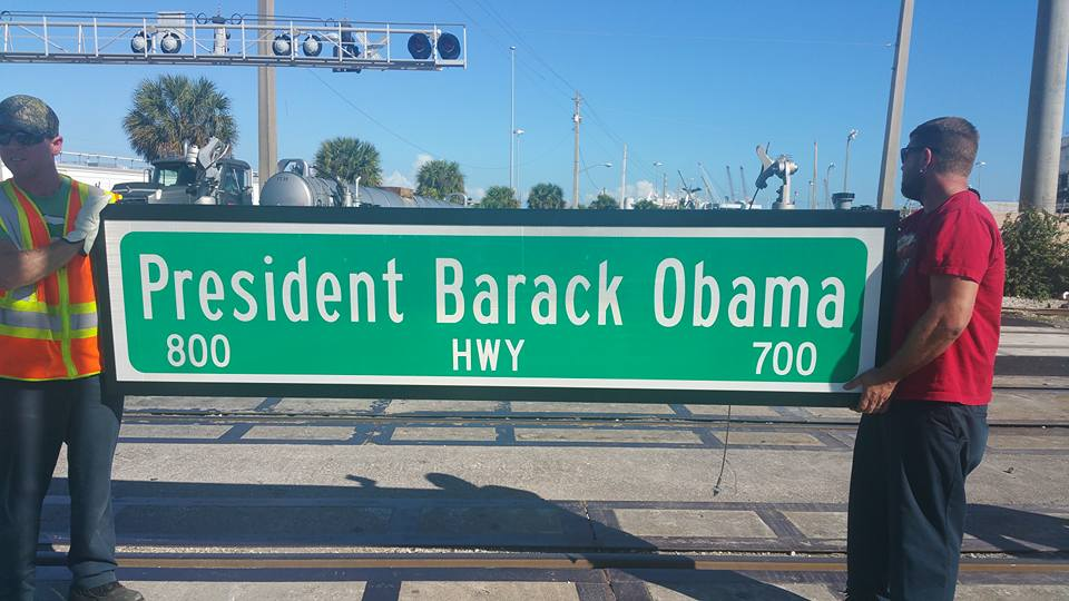 I love this! My @POTUS @BarackObama is the best & totally deserves a road & much more named after him & his legacy. https://t.co/BC8HEfSfDa