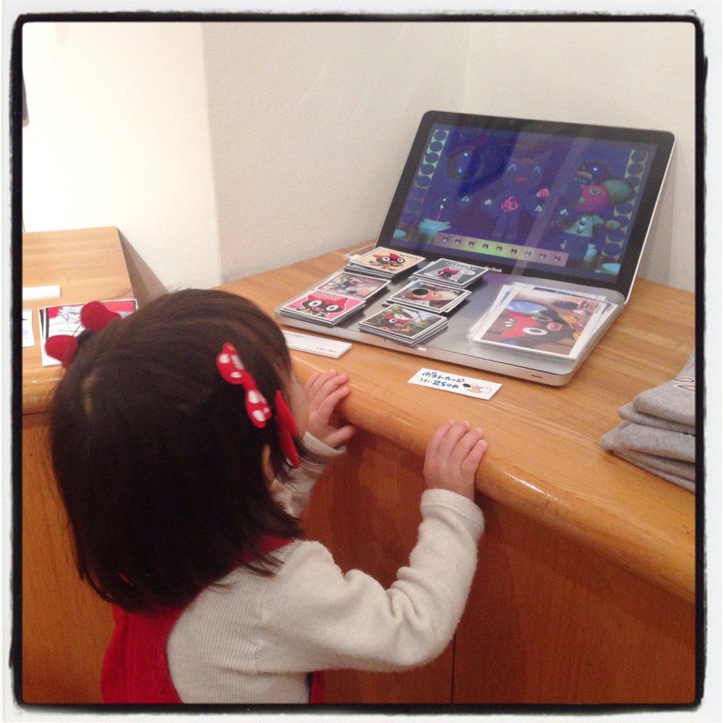 リアルピノコちゃんが鉄腕アトムウーのアニメをエンドレスで楽しんでくれました!( ´ ▽ ` )ノ #手塚治虫文化祭 #鉄腕アトム #u900 https://t.co/eRwuece3nZ