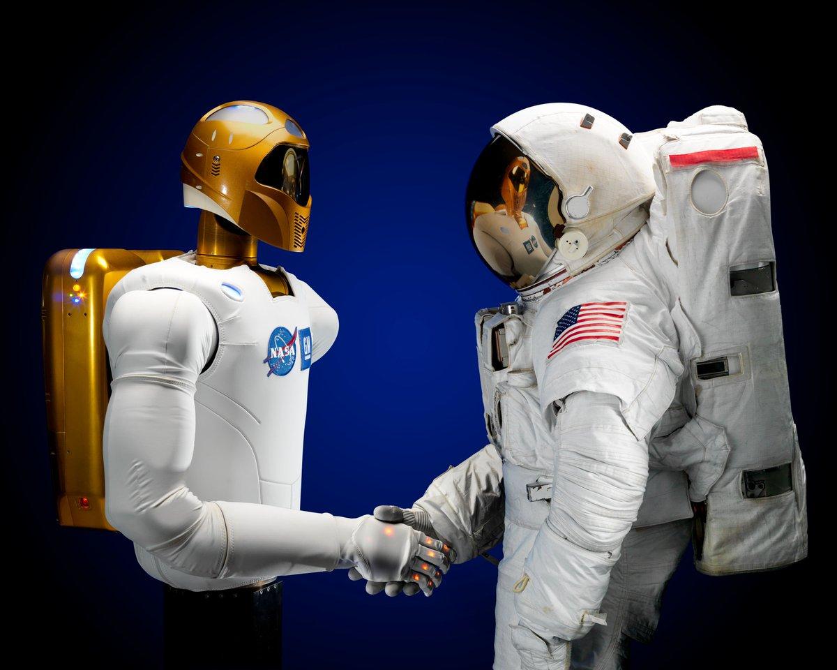 A pleasure to meet you. I am @AstroRobonaut, Human-Cyborg Relations. #StarWarsTheForceAwakens https://t.co/BGMt1ngqJS