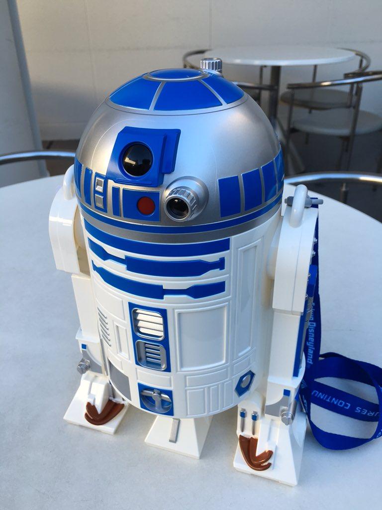 R2-D2のポップコーンバケツ無事GET! ♪───O(≧∇≦)O────♪  かわええ〜(笑) https://t.co/oLkLNJDq7O