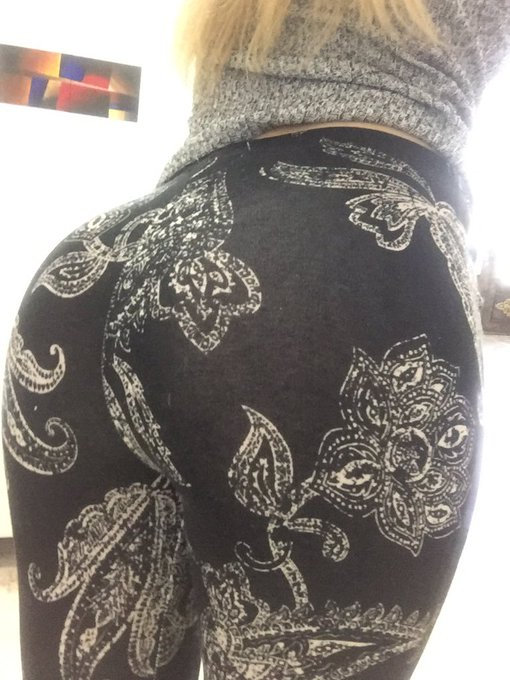 Leggings are my fav #tight #comfy #cute #nobra #ass #dressedup https://t.co/xeSBps1SID