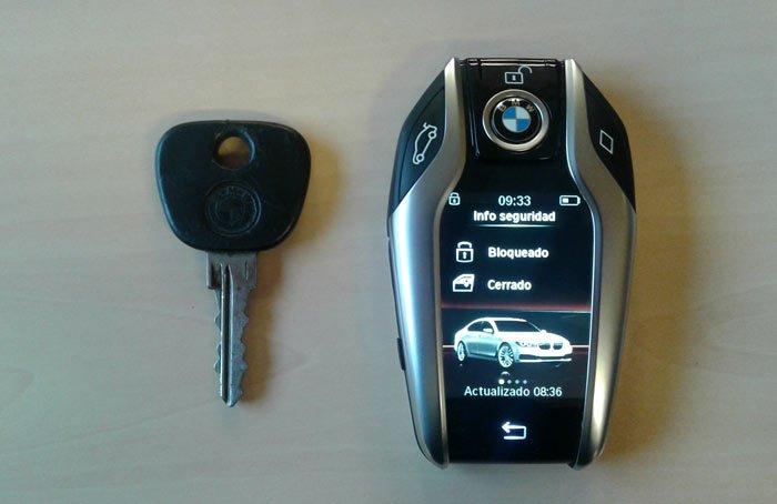 Entre estas dos llaves de #BMW hay más de 30 años de diferencia #km77pruebas https://t.co/4toZvCJVQV