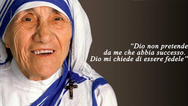 Gli Aforismi Di Madre Teresa Le Frasi Che Toccano Il Cuore