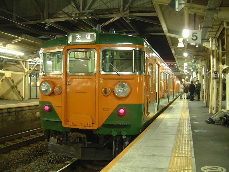 西日本車の大垣乗り入れも無くなるのか… 写真はまだ西日本113系が大垣乗り入れだった時代のやつ(2003年撮影) https://t.co/qlm8H8IOdR