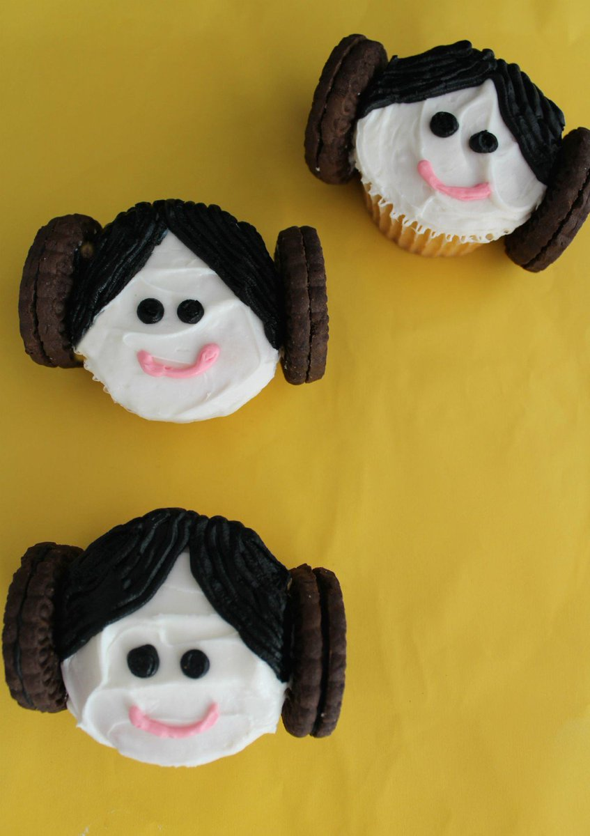 Princess Leia Cupcakes #starwars https://t.co/5AZwqMqizg https://t.co/Gd4RGdI2nx