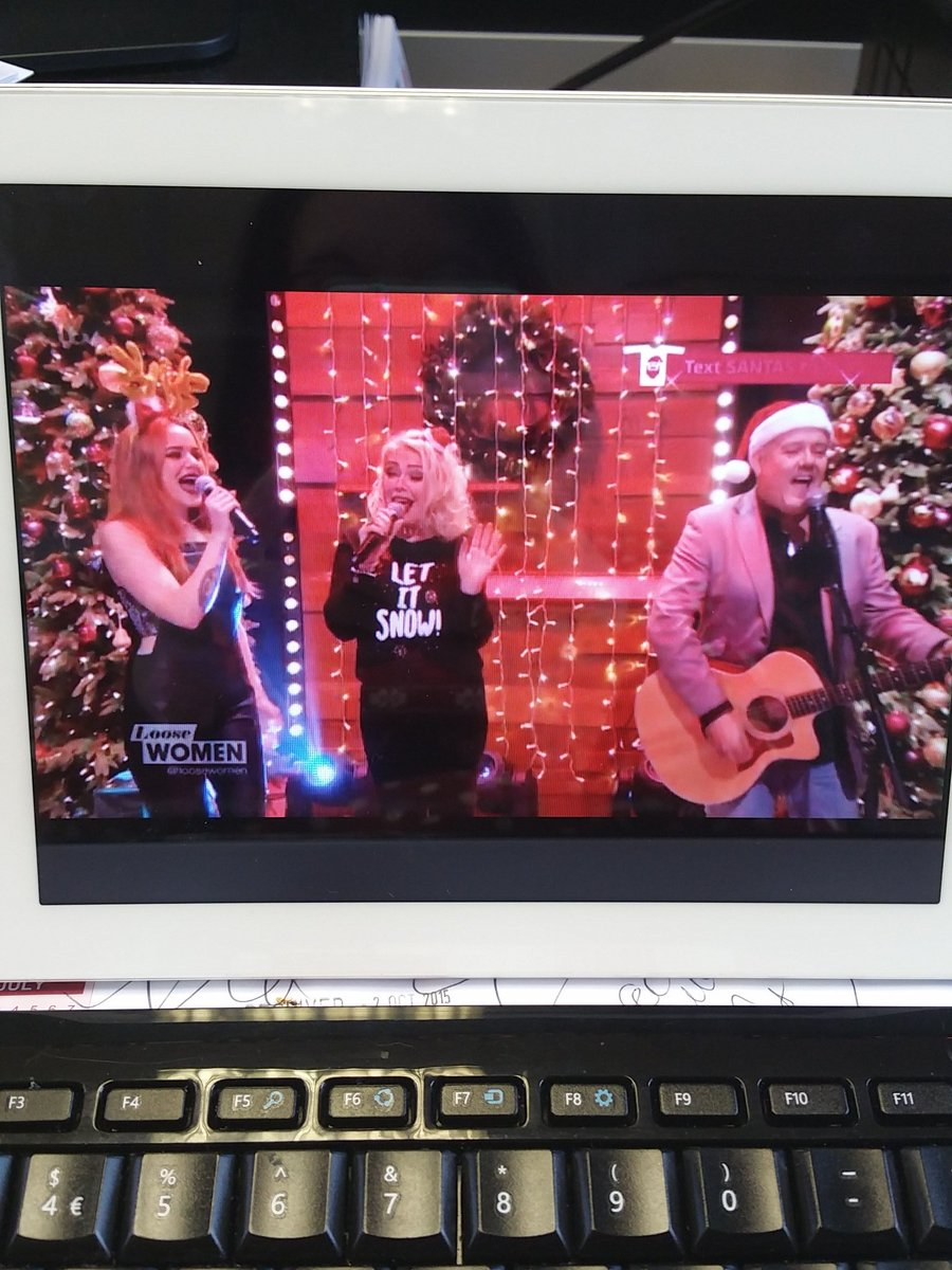 Loving the headgear @scarlettwilde @kimwilde @Wildericky on today's @loosewomen
