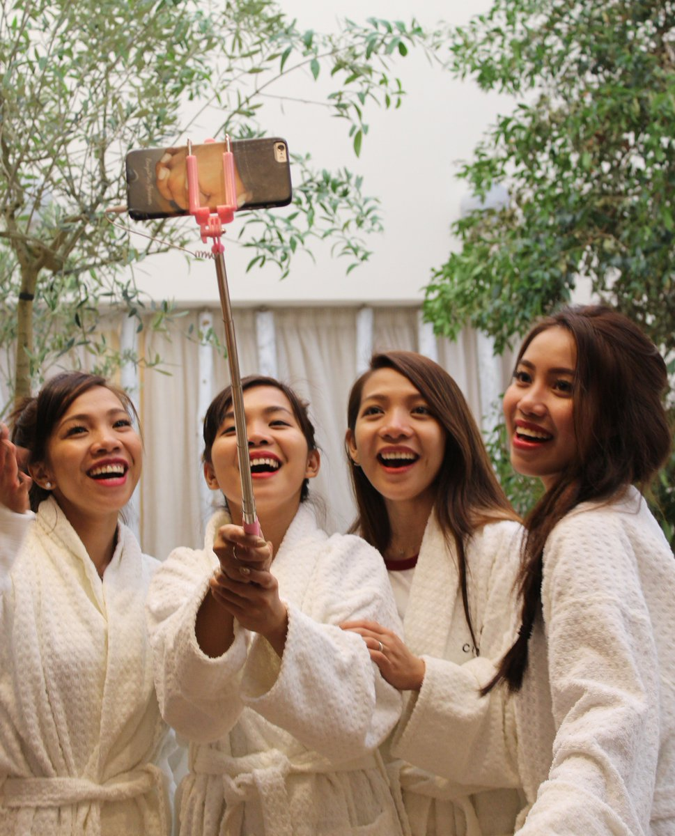 They do love a selfie! @4thImpactMusic are enjoying their day at #Champneys. @TheXFactor https://t.co/daXHVVUoYc