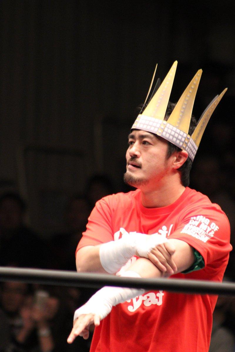 2015.12.18 NJPW 後楽園 田口選手 王冠かぶせてもらったフィンレーくんの顔w https://t.co/vj7PMUBaAq