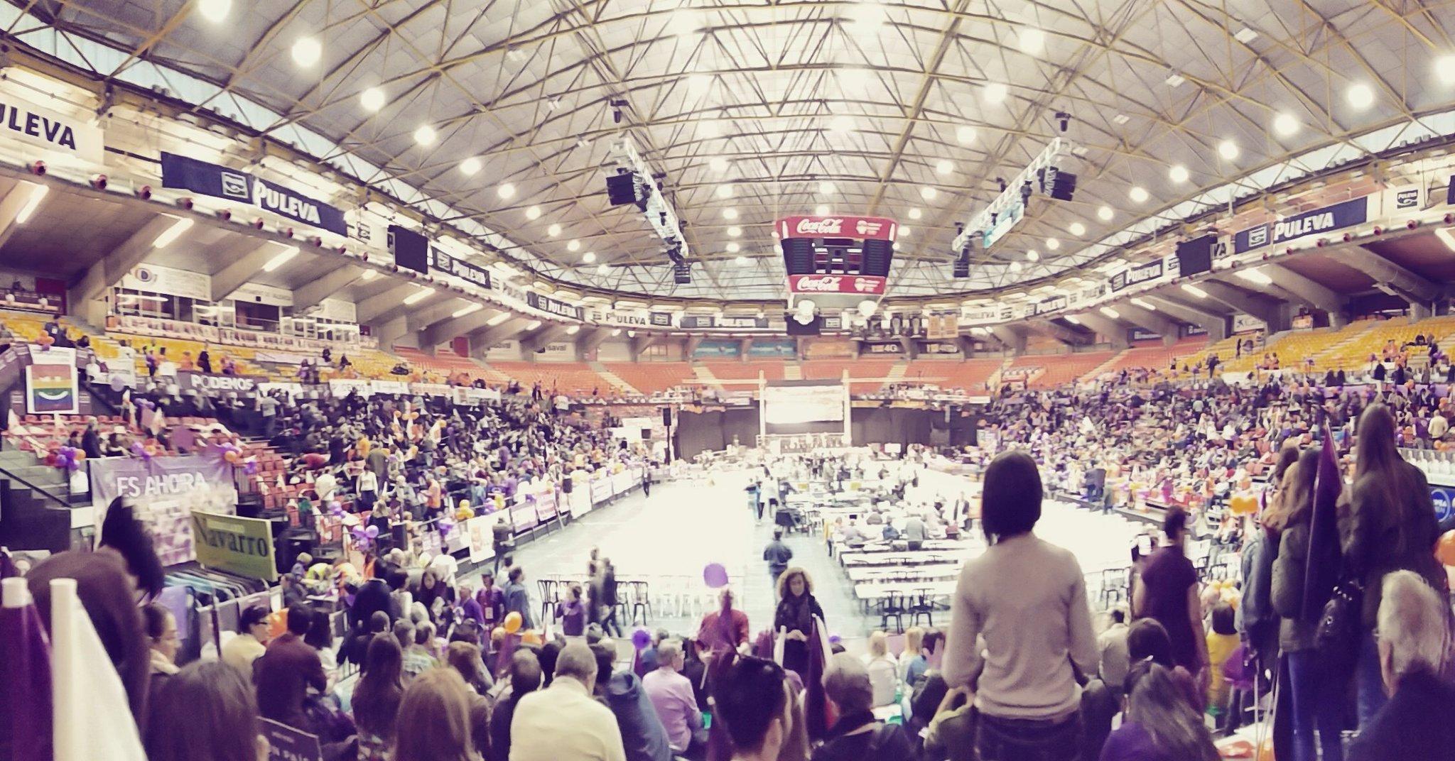 Una hora xa el comienzo y así luce #Valencia.Reventamos la Fonteta!! #votapodemos20d @Podem_ #éselmoment @compromis https://t.co/n4NWA4XUuZ