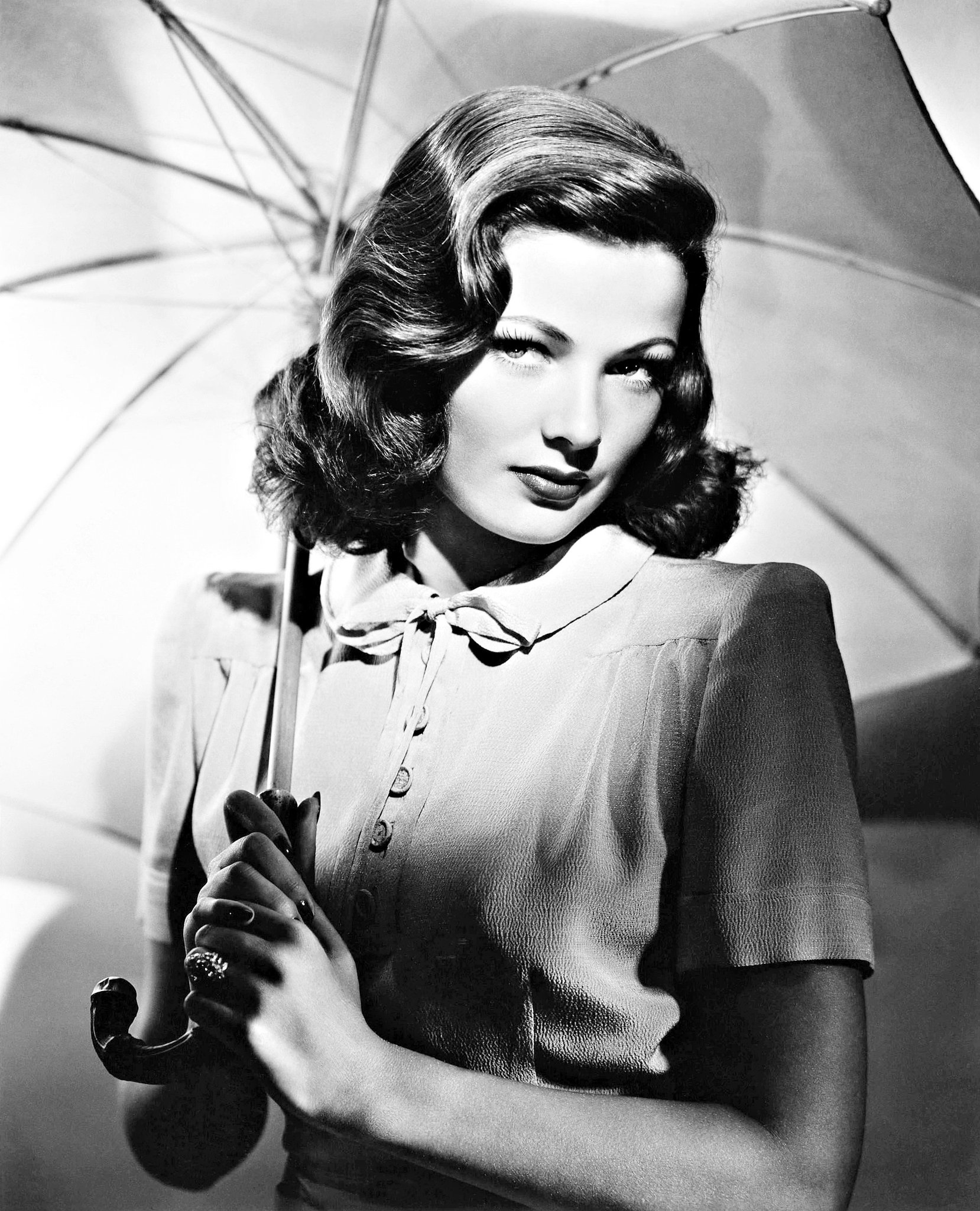 Gene Tierney a femme fatale with angel face... Sweet dreams and... happy weekend! https://t.co/PfkexeDk82