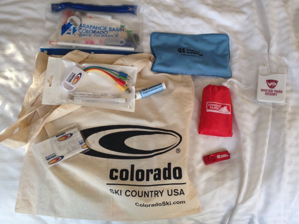 Who wants to win some cool swag from @ColoradoSkiUSA? Just RT this & tell me your favorite place to hit the slopes! https://t.co/N7yjz4HQCK