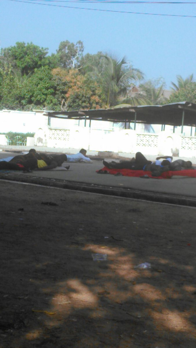 Day 7: This morning in front of Taraba Govt House. Protesting #FCTaraba players sleep in wait for 11 months salaries https://t.co/N4qxo3ch7b