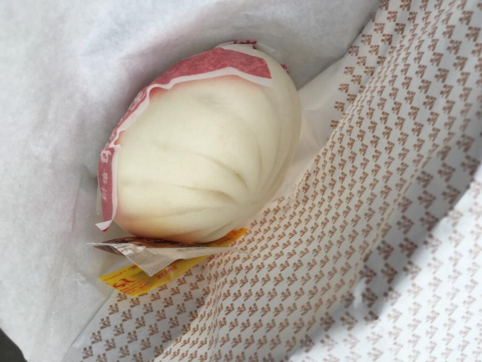 セブンイレブンで肉まん買うと、福岡ではもれなく酢醤油とからしが付いてきます https://t.co/nlxFmuURZO