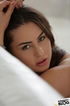 RT : #WOODMAN #Casting X – #Nikki #Waine ChNSMXxHfi yzN6mt1nzp