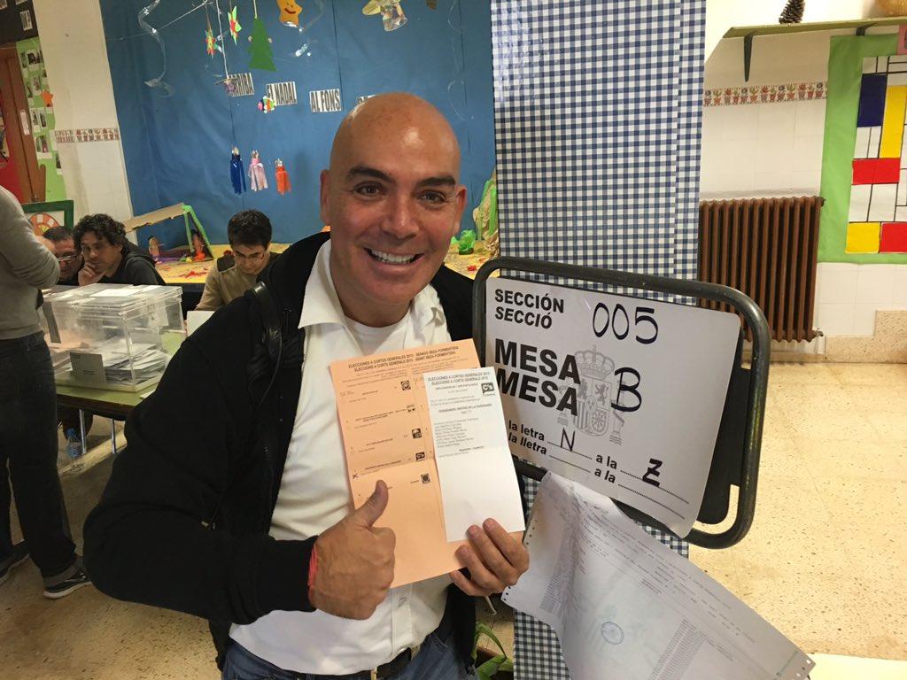 Votando con ilusión. Todo mi apoyo para @CiudadanosCs, el cambio sensato que estamos esperando. Ánimo @Albert_Rivera https://t.co/iptOuYvb5n