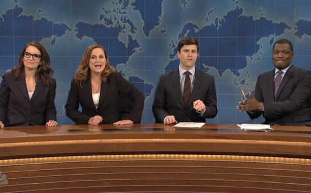 Tina Fey and Amy Poehler returned to Weekend Update on SNL—and it was glorious! 🙌