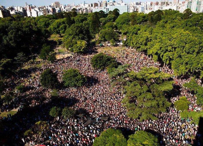 Desbordante convocatoria de @Kicillofok en el Parque Centenario https://t.co/RyetPjIMTS