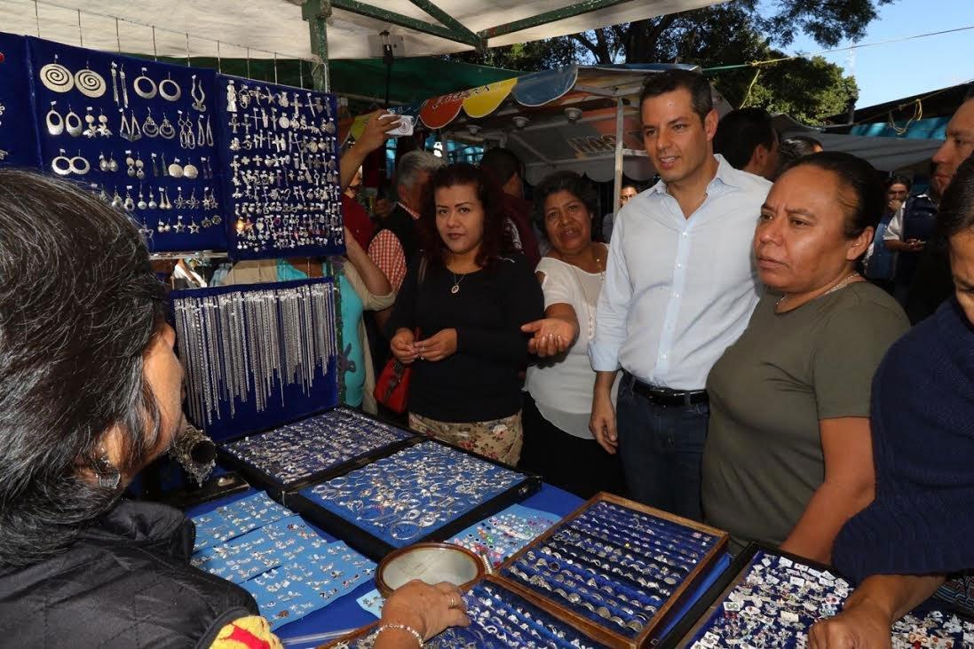 En La Merced, @alejandromurat se reunió con locatarios y dirigentes de mercados de #Oaxaca https://t.co/jzkTSRfLyv