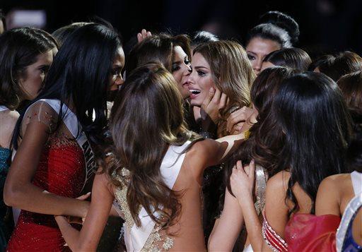 Pic by @locherphoto: contestants comfort Miss Colombia after crown taken. #MissUniverse2015 https://t.co/voDq2Sv45c https://t.co/qzY4AxDLZ3