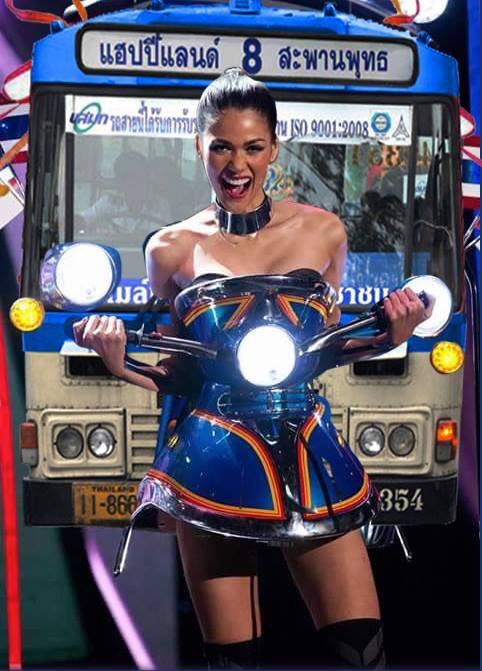 ไหนๆก็ไหนๆแล้วปี้นี้เราได้ชุดประจำชาติยอดเยี่ยมจากชุดตุ๊กๆ ผมขอเสนอชุดประกวดปีหน้าครับรองปังแน่นวล #MissUniverse2015 https://t.co/xltZPHkdA5