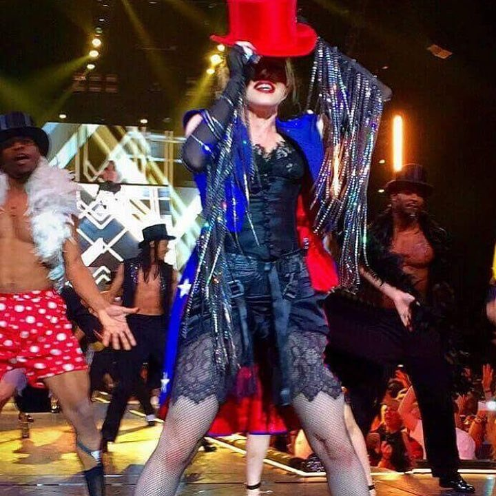 We don't stop till its over Glasgow! ????????Don't fuck with the Queen???? ❤️ #rebelhearttour https://t.co/nNn98xuHT6