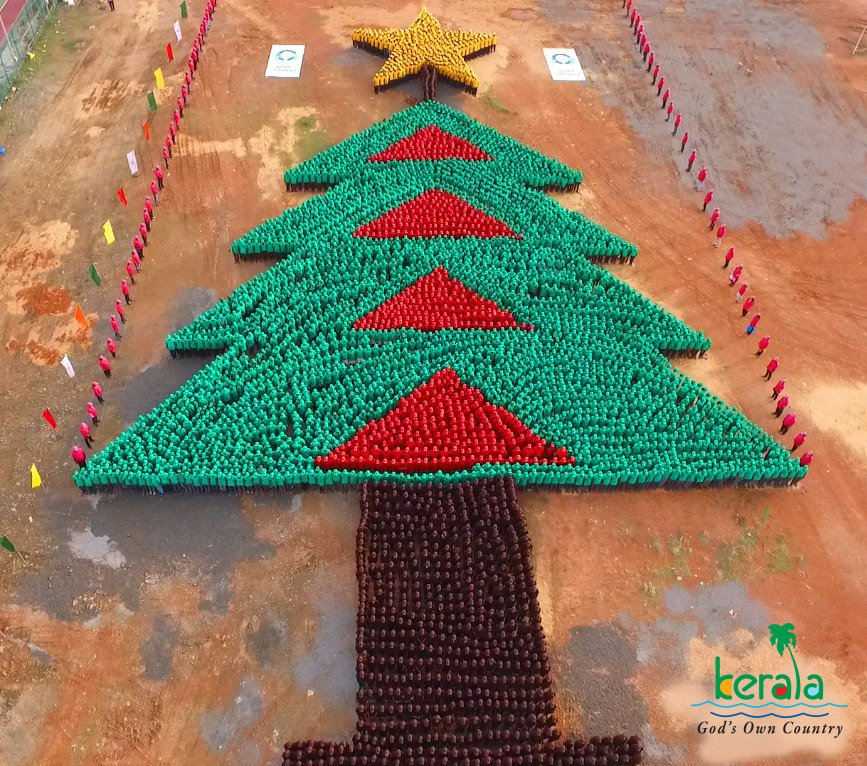 With 4030 people, kerala now holds the Guinness world record for the largest human christmas tree ever formed. https://t.co/eCfEfUHdMX