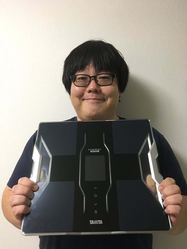 なんと!M-1を見ていたTANITAさんが、体組成計を送ってくれた!! 嬉し涙を流すところでしたが、水分をよく拭いてからお使いくださいと説明書にありましたので我慢します!最大で180キロまで測れるなんて!TANITAさんありがとう! https://t.co/tCm4JOuOww