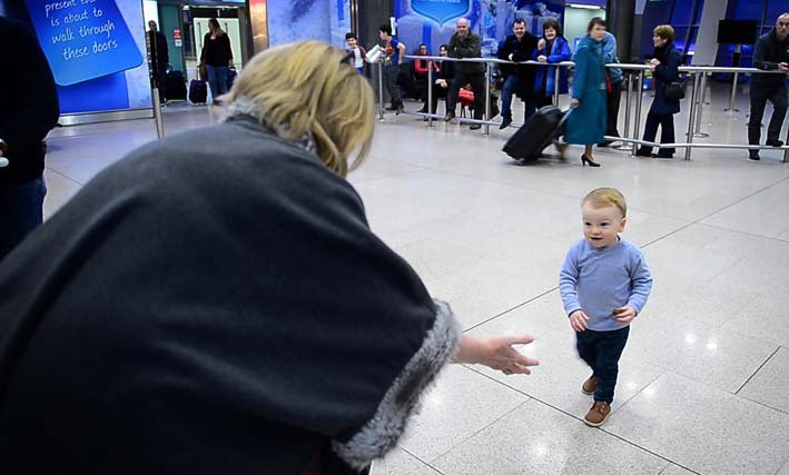 RT @irishtimesvideo: ► VIDEO: Emotional reunions aplenty in @DublinAirport as loved ones fly home for Christmas htt…