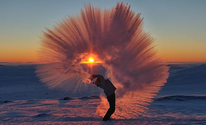 This Is What Happens When You Toss Hot Tea At -40°C - https://t.co/1BjWzl4hc3 https://t.co/fvkilLsRVI