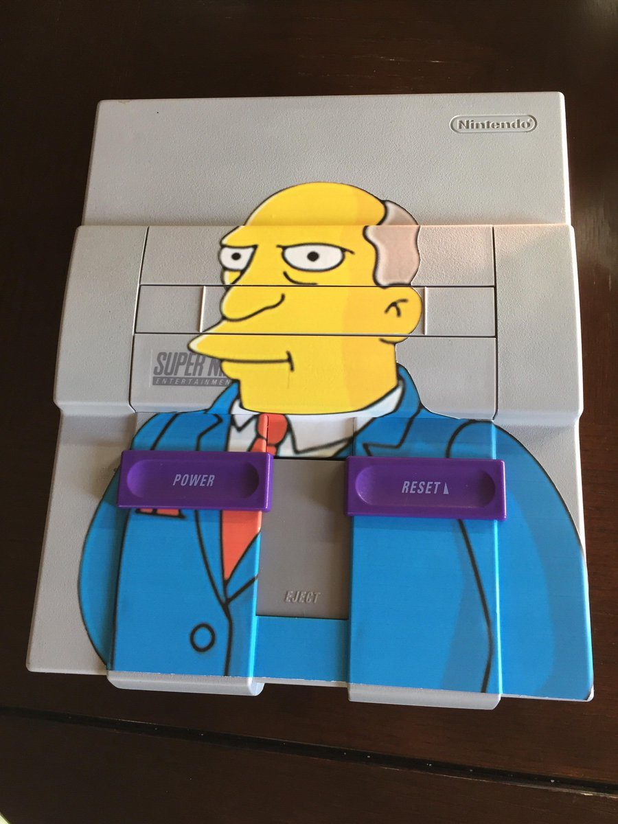 Finally! Someone made a Super Nintendo Chalmers!! https://t.co/CeP3zehB1Y https://t.co/eHptSIPhft