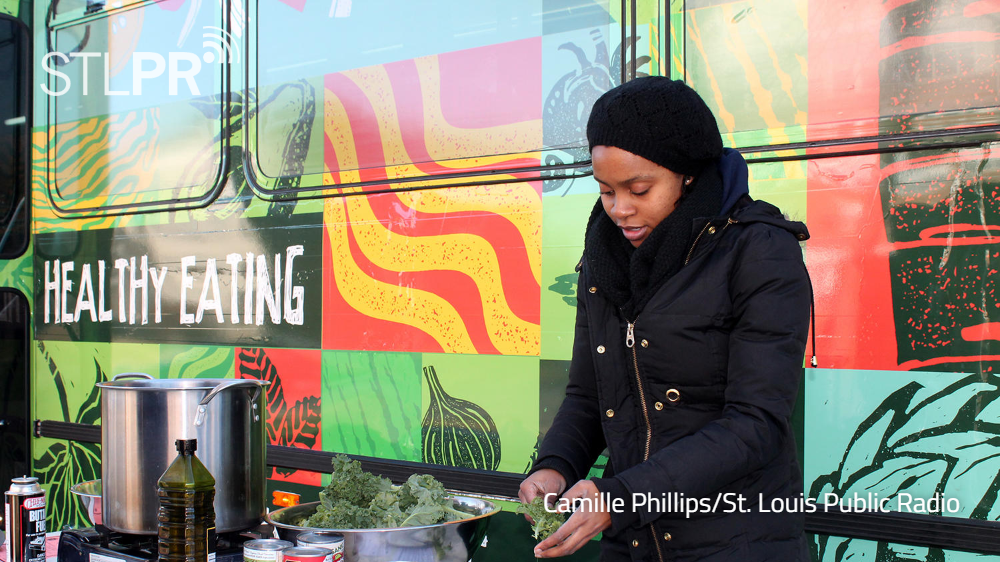 . @STLMetroMarket, a mobile farmers market launches trial run in #STL food deserts: https://t.co/nUtsHdCrYP https://t.co/dbgE31NvbB