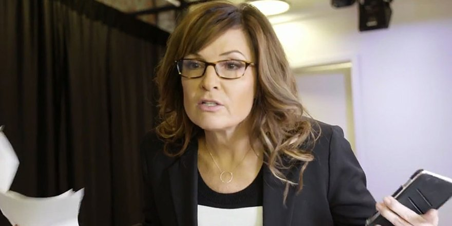Sarah Palin turns the tables on Tina Fey and does her best Liz Lemon impression