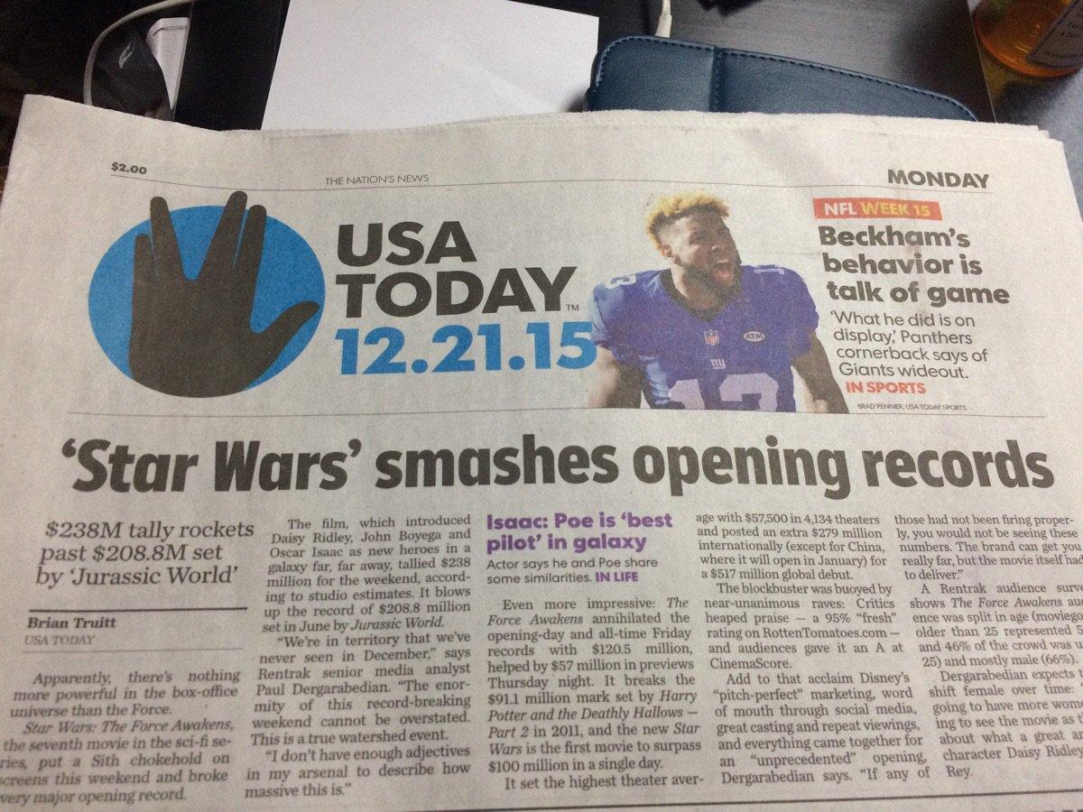 USA 투데이의 대형 사고. 스타워즈 소식을 보내면서 스타 트렉의 상징인 벌칸 사인을 실어놨다. 한국도 아니고 미국에서. (...) #facepalm https://t.co/zyPLlCaC6w