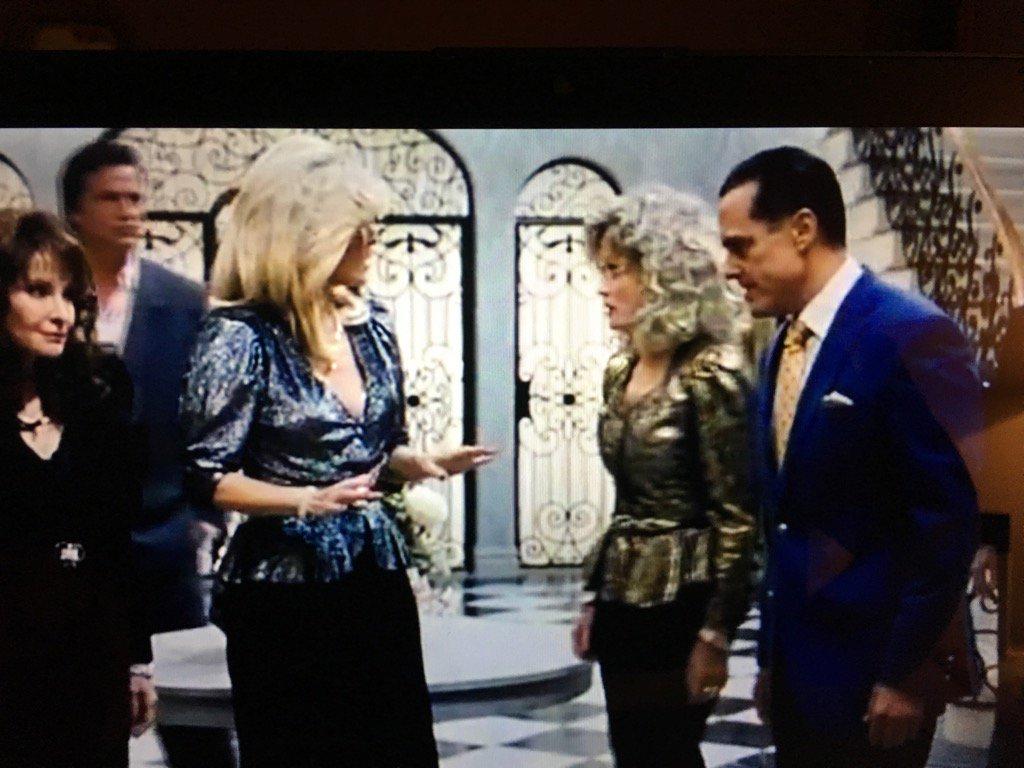 @lldubs @TheDonnaMills @MauriceBenard #JoyMovie https://t.co/0LOD8Ar8jf