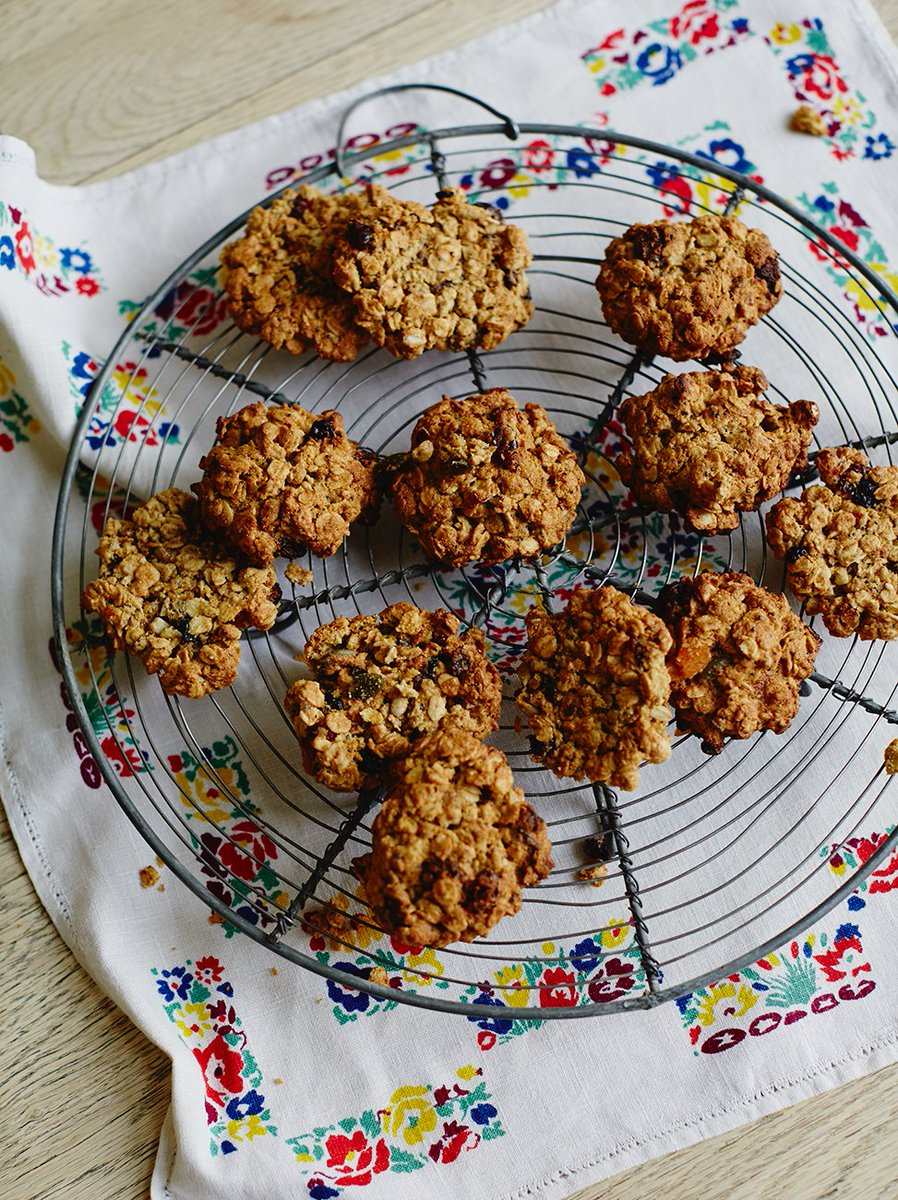 #RecipeoftheDay is @Jools_oliver_'s oaty cookies. Feel fuller for longer with these beauts! https://t.co/FIHqurkByk https://t.co/qdvDnSlOi7