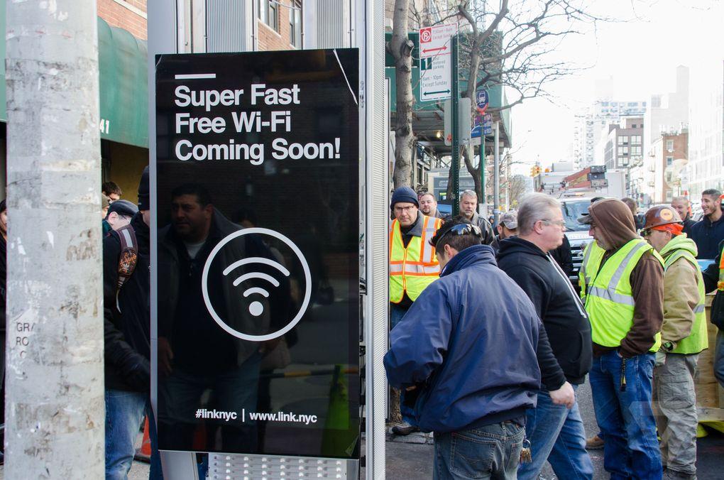 Postos de wi-fi são instalados em Nova York para substituir os orelhões https://t.co/sjV21siIqs https://t.co/nDQEEdARgX